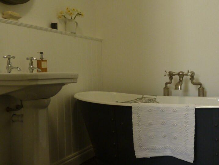 Family Bathroom with Roll top bath