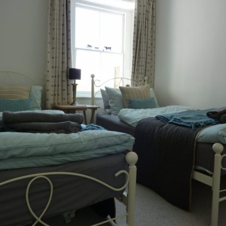 Trevarrack Row Cottage - twin beds