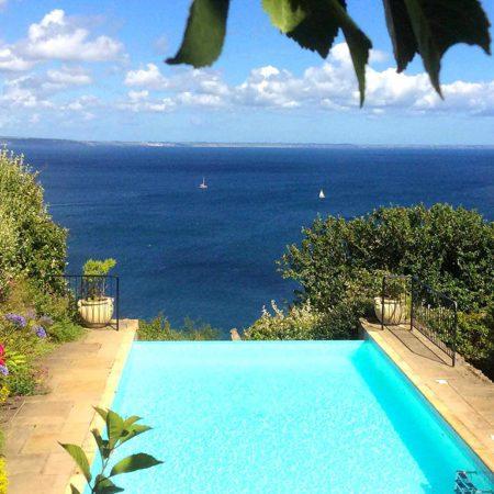 Infinity swimming pool Cornwall - self catering