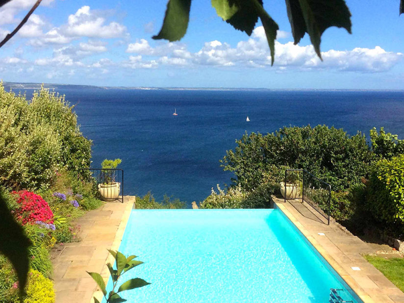 Infinity swimming pool Cornwall - self catering
