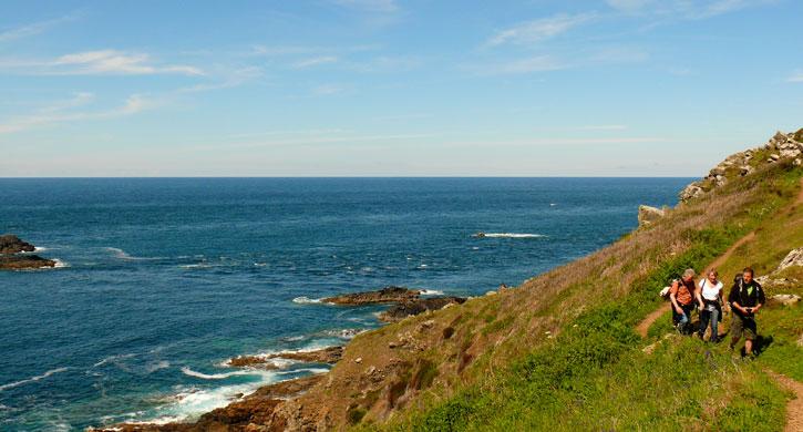Walking the coastal path in Cornwall - Stylish Cornish Cottages